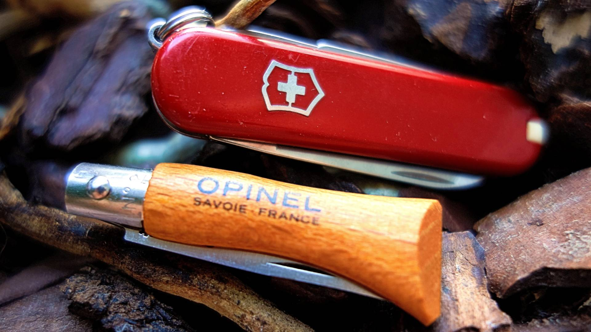 Victorinox Classic SD & Opinel No. 2 im Test